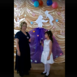 Мама» исполняют Семенова Наталья и Семенова Варвара, мама и дочь.